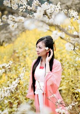 「李花满枝人影红」----爱琴海婚纱写真作品