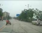 一油狗少年在丹江大道上不要命一幕